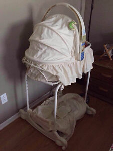 Baby Bassinet First Years West Island Greater Montréal image 1