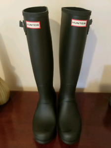 Brand New Size 8 Hunter Boots