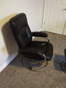 Leather Chair &  Ottoman in mint condition Kitchener / Waterloo Kitchener Area image 1