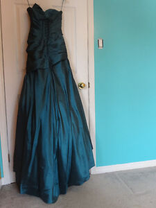 Fitted gown w/bead details Cornwall Ontario image 2