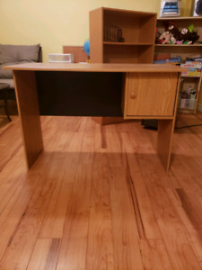 Small desk in excellent shape