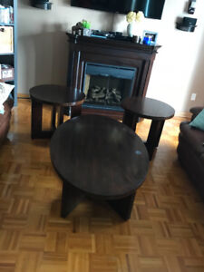 ** 3 PIECE WOOD COFFEE TABLES SET **