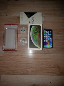Iphone XS Bundle Unlocked 64GB I Phone X S