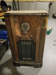 Antique Floor Standing Radio
