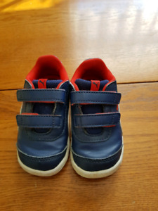 Puma toddler shoes size 5,5