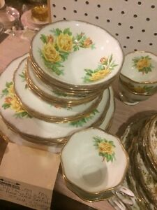 Royal Albert 6 pc place setting $35 each setting x 4 $140 London Ontario image 2