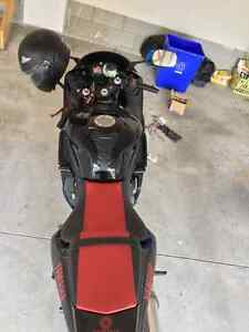 2006 Yamaha R6 perfect condition(Black and Red) Windsor Region Ontario image 8
