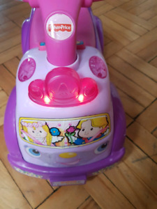 Fisher price little people princess ride on 1+