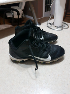 Cleats Size 7, Football/Soccer