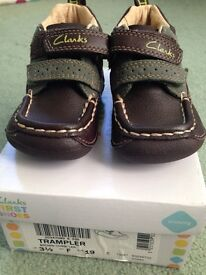 Nearly New Clarks Tramplers 3.5 F with box