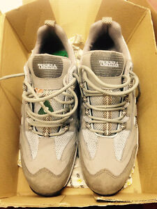 TERRA  Safety Shoes Size 9.5