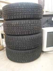 Pneu d'hiver P185/65R14 Winterforce Firestone
