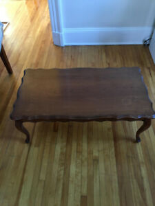 Beautiful vintage coffee table and matching side tables