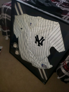 Ny Yankees jersey in case