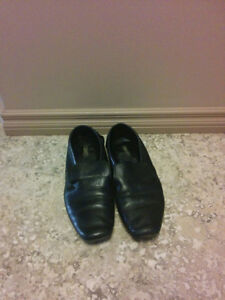 Men's Black formal leather shoes (size 9.5/10) Regina Regina Area image 1