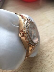 """Stainless steel """"rose gold"""" Ladies GUESS watch Cambridge Kitchener Area image 3"""