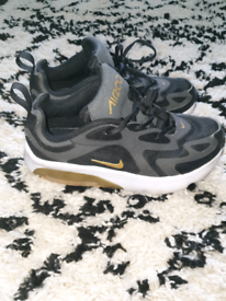 Boys Nike trainers size 2.5 junior