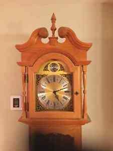 Horloge grand père, chêne massif Saint-Hyacinthe Québec image 2