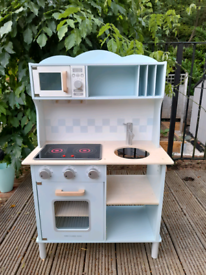 Wooden play kitchen, great condition, needs new home