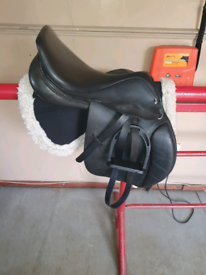 Gfs jumping saddle 17.5inch medium on its own