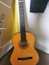 Hohner acoustic guitar great vondition