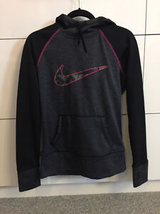 nike therma-fit hoodie small