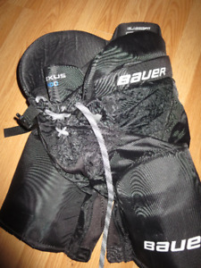 Bauer hockey pants size junior Medium