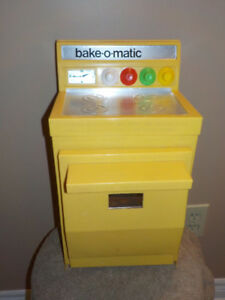 70'S VINTAGE PETER AUSTIN'S BAKE-O-MATIC KIDS TOY OVEN