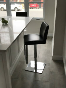 Classy and Comfortable Kitchen Bar Stools