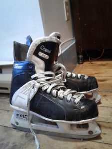 NEED GONE Used CCM 652 Prolite 3 Tacks Size 10 $20