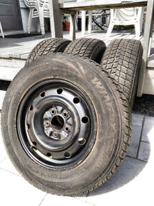 4 pneus d'hiver Nexen 205/70R15  96T sur jantes