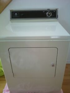 Secheuse Maytag heavy duty couleur amende