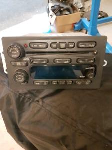 2005 GMC AM FM CD factory radio