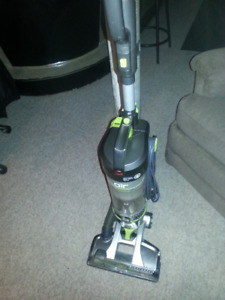 Hoover AIR steerable upright vacuum with telescopic handle