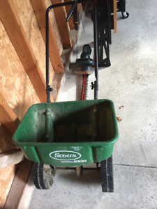 Cyclone Seed Spreader