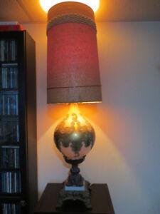 Lampe de table antique, très grande.