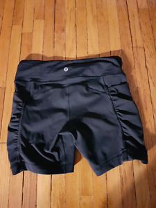 Lululemon shorts size six
