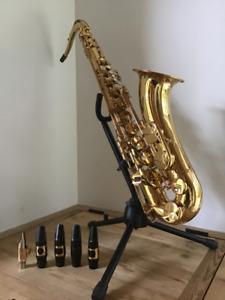 Saxophone tenor Yamaha YTS-275  incluant plusieurs accessoires