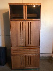 Excellent condition oak cabinet 85$