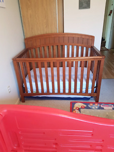 Crib  toddler bed  mattress include! Pet and smoke free home