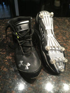 paire spikes soulier football Under Armour 11,5