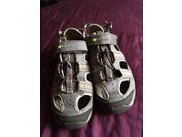 Size 9 men's sandals