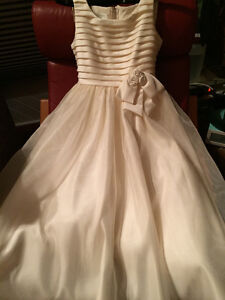 Flower girl / communion dress -- girls size 10 --worn only once Peterborough Peterborough Area image 1