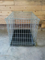 Med - Large Folding Metal Dog Cage 22 x 31 x 24 inches.