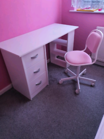 Kids study desk with chair in perfect condition