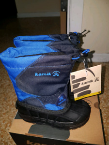 Brand new snow boot/ winter boot (size 10: little kids)