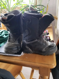 Size 9.5 mens snowboarding boots.