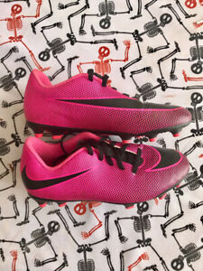 Soccer cleats size 3Y