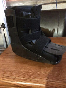 Medical Ankle Boot with Air Pump Cambridge Kitchener Area image 1
