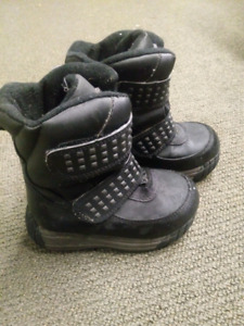 Toddlers Size 8 Winter Boots